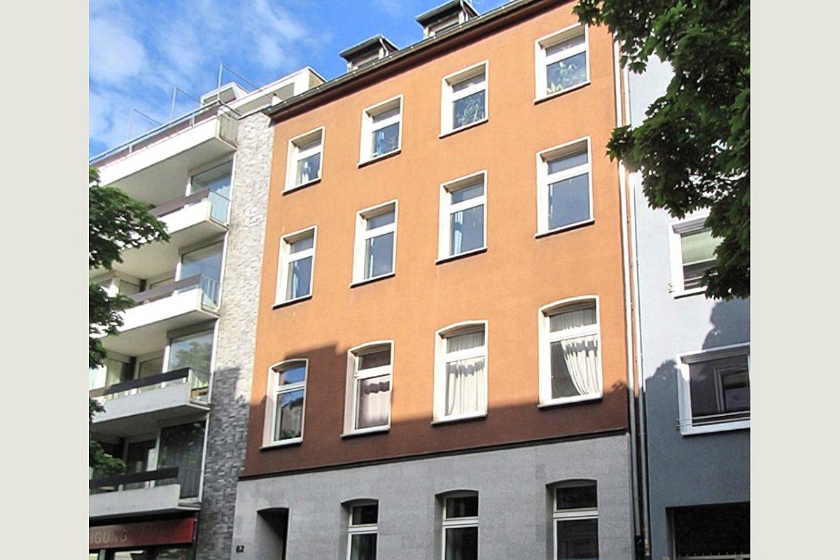 Entwicklungsfähiges Mehrfamilienhaus