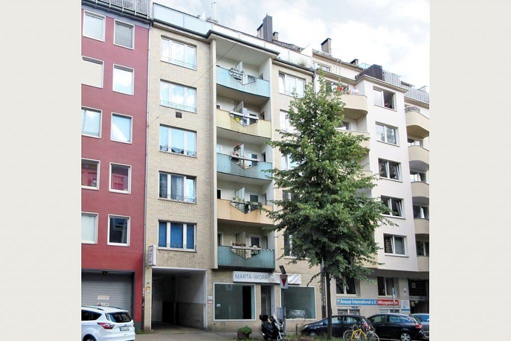 Immobilie mit Gewerbe im Innenhof