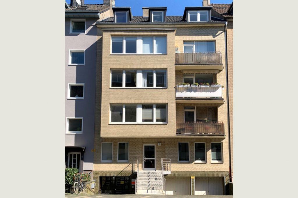 Immobilie mit 10 Wohnungen und Gewerbe im Hof